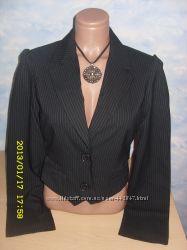 пиджак черный в белую полоску  р. 44-46