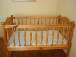 Кроватка из натурального дерева 70 на 120 см. очень красивая и качественная