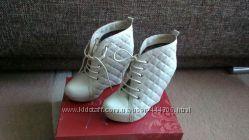 Жіноче взуття в ідеальному стані