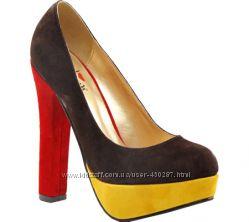 яскраві жіночі туфлі Luichiny