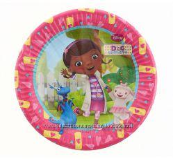 Детский день рождения Доктор плюшева посуда, гирлянды, салфетки, скатерть