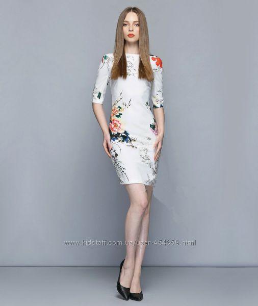 Платье с цветочным принтом XS