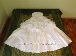 Снизила цену Продам свадебное платье, цвет белый. Идёт на 42-46 размер.