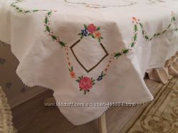 Продам роскошную скатерть вышитую крестиком .