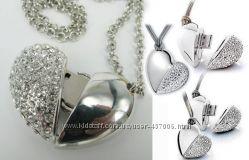 Ювелирное ожерелье с кулоном в виде замочка со стразами