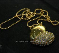 Продажа ювелирной флешки в виде золотого сердца со стразами