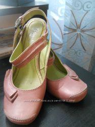 ООчень стильные эксклюзивные фирменные  туфли с открытой пяткой