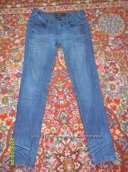 Интересные фирменные джинсы, в хорошем состоянии.