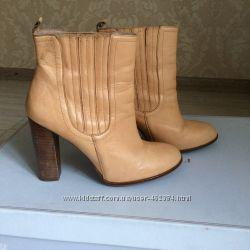 Zara кожаные бежевые демисезонные ботинки ботильоны на каблуке 39 - 40