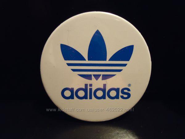 Продам фирменные значки бренда Adidas.