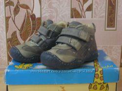 Ботиночки кожаные 22 разм. стелька 15 см.
