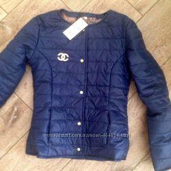 Яркие молодежные куртки шанелька. Т-синяя 44 р. в наличии