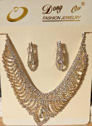 Ожерелье и серьги с камнями
