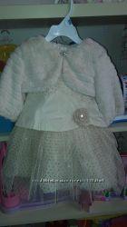 Очень нарядное  платье с меховой накидкой Dada 92 р