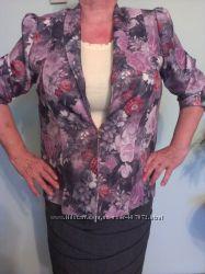 Кольоровий піджак з квітковим принтом фіолетово-рожевий