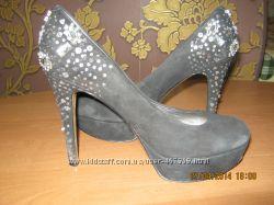 Шикарные замшевые туфли Nine West