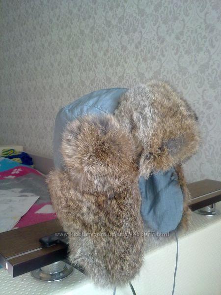 Продается меховая шапка на мальчика 2-4 лет.