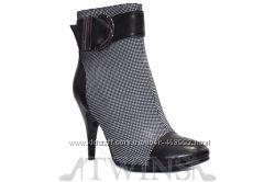 Кожаные замшевые лаковые ботинки полусапожки на шпильке