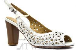 Кожаные женские босоножки на каблуке