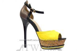 Кожаные яркие летние босоножки на высоком каблуке и платформе MOXITO