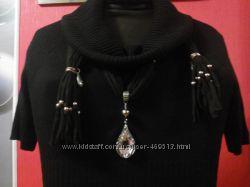 Шикарное и модное трикотажное платье с вязаным воротником и красивым поясом