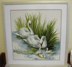 Картина Лебединая семья. Ручная вышивка