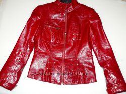 Кожаная куртка, лак, красная