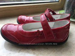 Тяркие туфли в идеальном состоянии.