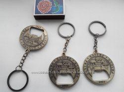 Отличный подарок Брелок открывачка , латуь с логотипом Старопрамен