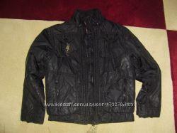 курточку демисезонную на мальчика рост 146 см. черного цвета.
