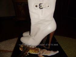 Продам симпатичные кожаные ботиночки молочного цвета, размер 37 фирма Medea