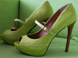 Продам красивые туфельки летние  женские Dumond