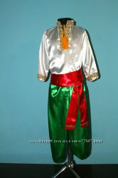 Украинские костюмы, рубашки, шаровары.