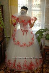Красивое стильное свадебное платье . Фата
