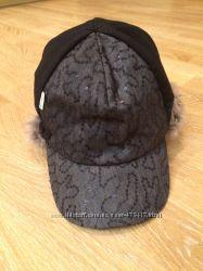 Шапка-кепка для девочки с паетками