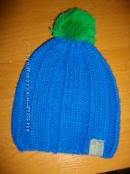 стильная шапочка с балабоном на 2-3 года