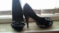 Крутые лаковые черные туфли с открытым носком 36-37 размер