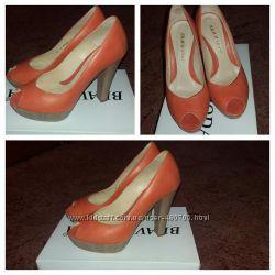 Красивого цвета туфли, обуты 1-2 раза