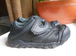Кожаные кроссовочки на липучках Clarks 24-25р-р