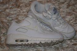 Крутые фирменные кроссовки NIKE для девочки, кожа, состояние новых
