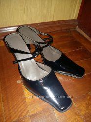 Продаются женские лакированные туфли с открытой пяткой, бу, в отличном сост