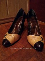 Продаются женские кожаные туфли на каблуке  в отличном состоянии