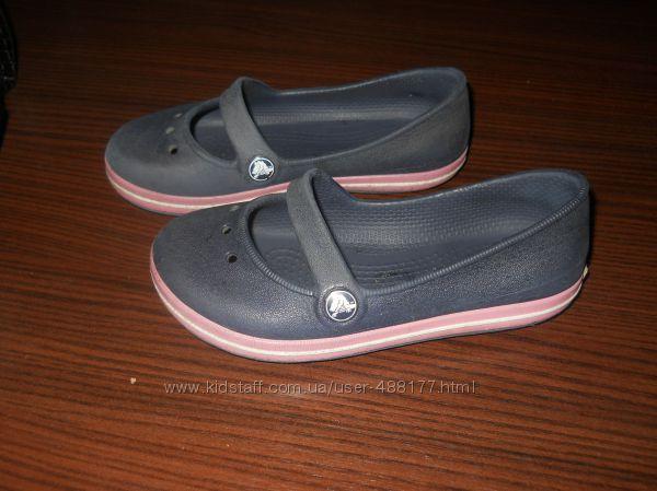 CROCS 9 босоніжки та туфлики