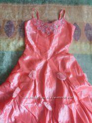 Нарядное платье персикового цвета, р. 146-152.