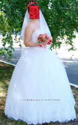 Элегантное пышное фатиновое свадебное платье