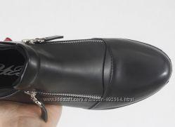 Глубокие осенние туфли на два замочка