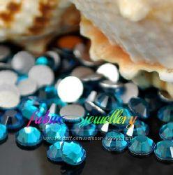 Стразы хрустальные цвет  голубой циркон Blue Zircon