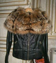 Куртка с воротником из меха енота