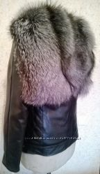 Куртка кожаная прямого кроя с капюшоном из чернобурки