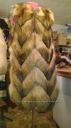Шикарный жилет из натурального меха енота